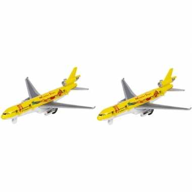 2x gele winter star speelgoed vrachtvliegtuigjes