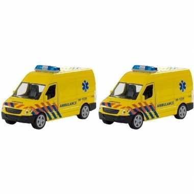2x speelgoed ziekenwagens met licht en geluid