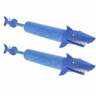 2x waterpistolen/waterpistool/waterspuiter haai 51 cm kinderspeelgoed