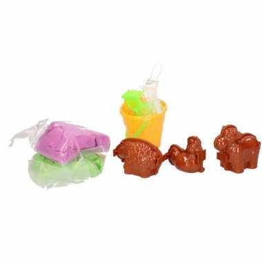 Magisch speelzand groen blauw met dieren vormpjes en emmer speelgoed
