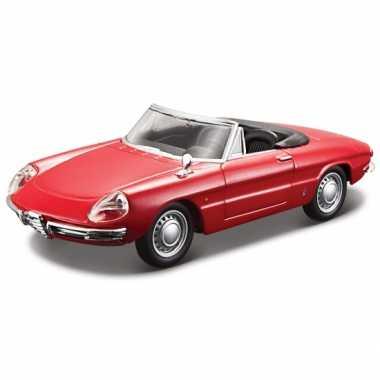 Speelgoed auto alfa romeo spider 1966 rood 1:32