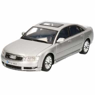 Speelgoed auto audi a8 limousine 1:18