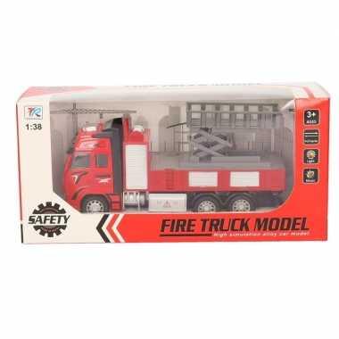 Speelgoed auto brandweerwagen met hoogwerker 18 cm