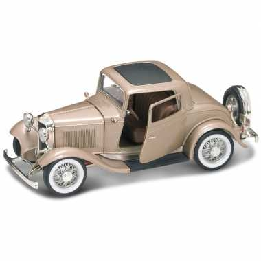 Speelgoed auto ford coupe 1932 1:18