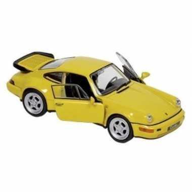 Speelgoed auto porsche 964 carrera geel 1:34