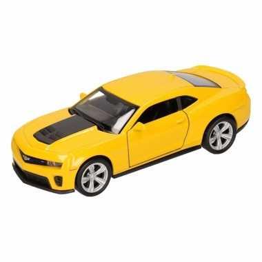 Speelgoed gele chevrolet camaro zl1 auto 1:36