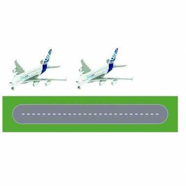Speelgoed vliegveld landingsbaan wegplaten set met 2x airbus