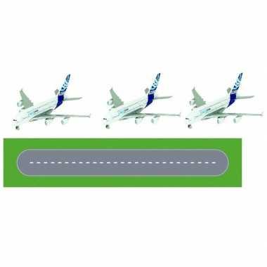 Speelgoed vliegveld landingsbaan wegplaten set met 3x airbus