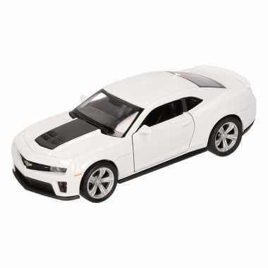 Speelgoed witte chevrolet camaro zl1 auto 1:36