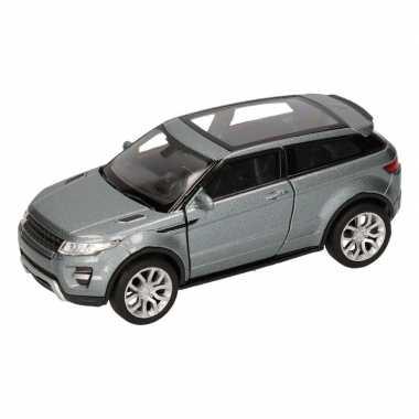 Speelgoed zilveren land/range rover evoque auto 1:36