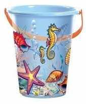 Blauwe speelgoed strandemmer schelpen zeedieren