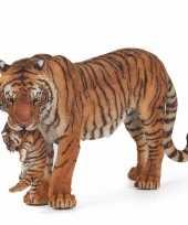 Plastic speelgoed figuur tijgerin met welpje 14 5 cm